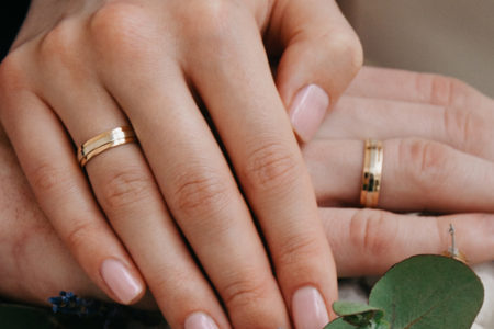 How to Choose His and Hers Wedding Bands We Love?